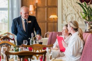 What is Restaurant Manager!? What is the Role of a Restaurant Manage!?