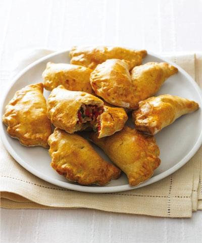 پیش غذای خوشمزه به نام مینی امپاندا نان مغزدار اسپانیایی