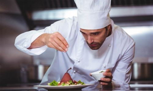 آشپز کیست و چه وظایفی دارد ؟